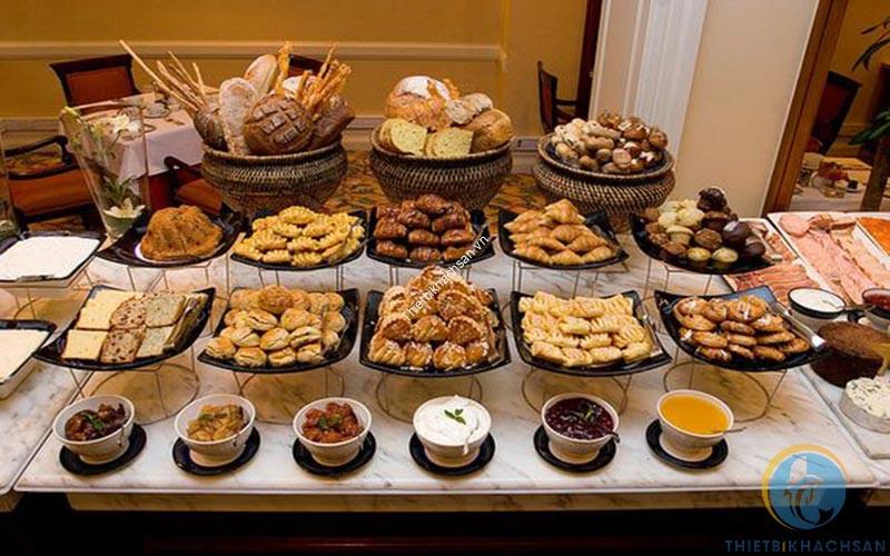 Trưng bày trong tiệc buffet bánh