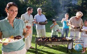 hình ảnh tiệc buffet gia đình vui vẻ