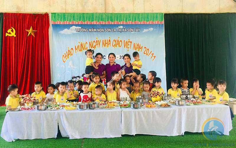 Ảnh tiệc buffet liên hoan tại trường nhân ngày 20/11