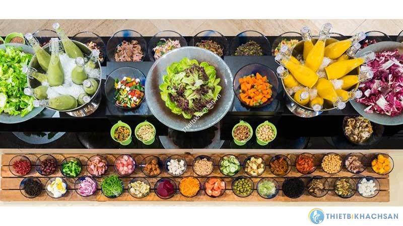 Các món ăn sẽ được phối các màu sắc xen kẽ làm nổi bật từng món, không bị rối mắt