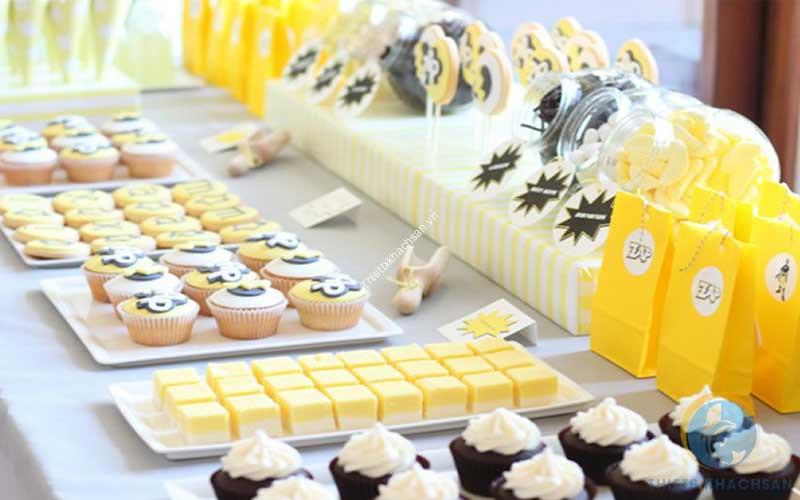 Bánh ngọt tiệc sinh nhật